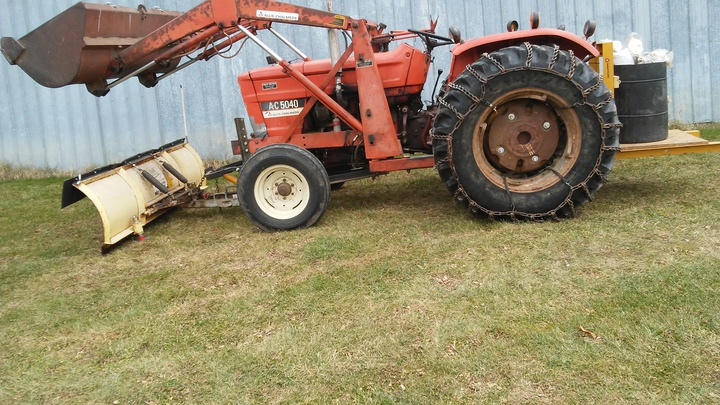 Mount snow plow to loader bucket - Yesterday's Tractors (303307)