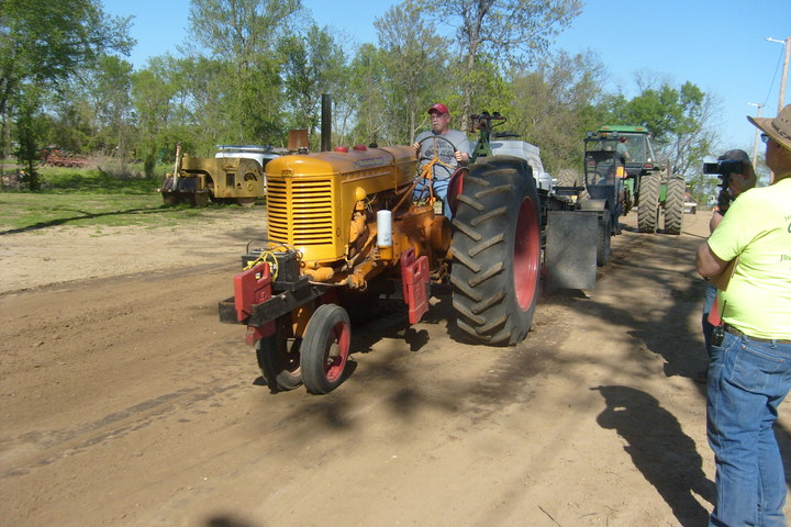Pics From Yesterdays Medoc,MO Pull - Yesterday's Tractors