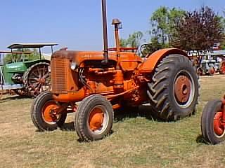 Antique Tractor Shed Case Case 500 Diesel