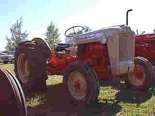 Yesterday's Tractors - Tractor Profile: Ford 600 Series