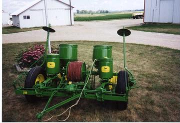 John Deere Antique Corn Planters http://ajilbab.com/antique-tractors-1952-john-deere-290-corn-planter-picture/ytmag.com*gallery*iphotos*i119.jpg/